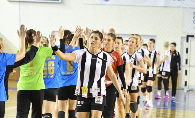 Handbalistele Universităţii sunt pe locul 9 în clasamentul Ligii Naţionale. FOTO Silviu Cristea