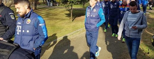 Tricolorii s-au plimbat prin parcul central. FOTO Facebook Echipa naţională de fotbal a României