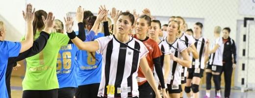 Florina Chintoan (în prim plan) a adus victoria clujencelor în ultima secundă din partidă. FOTO Arhivă / Silviu Cristea