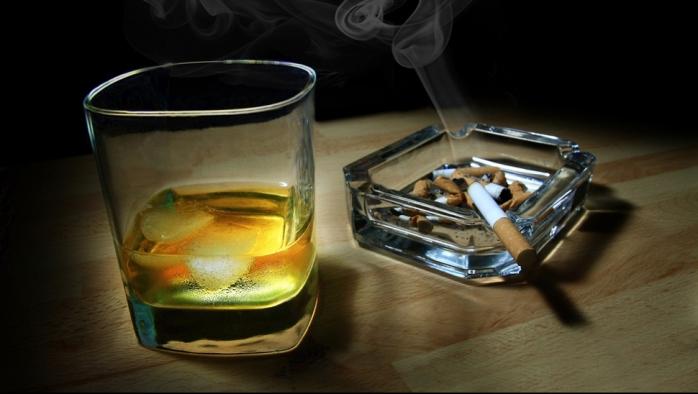 Câţi bani cheltuie românii pe tutun şi alcool