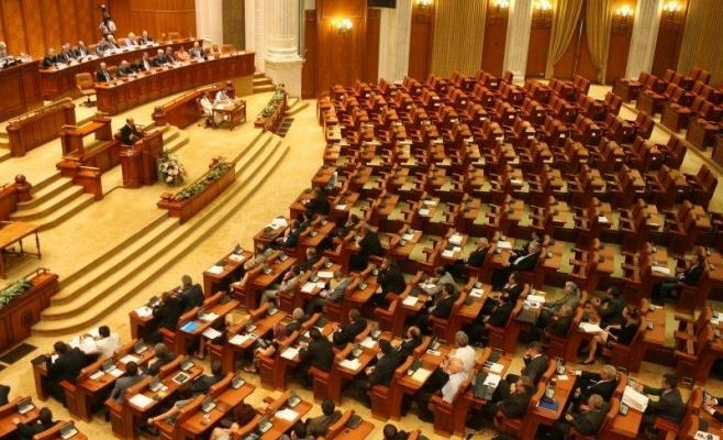 Parlamentul, în fierbere zilele acestea. Două legi vitale pentru salarii şi justiţie, în linie dreaptă.