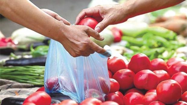 Cât de ecologişti sunt românii: Aproape trei sferturi dintre români REFOLOSESC pungile de cumpărături, iar peste jumătate sunt preocupaţi de RECICLARE