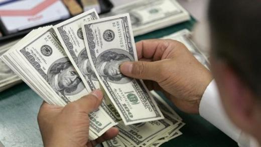 Trump bate... dolarul