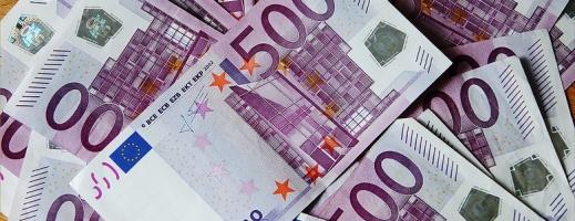 Euro sare din nou la 4,56