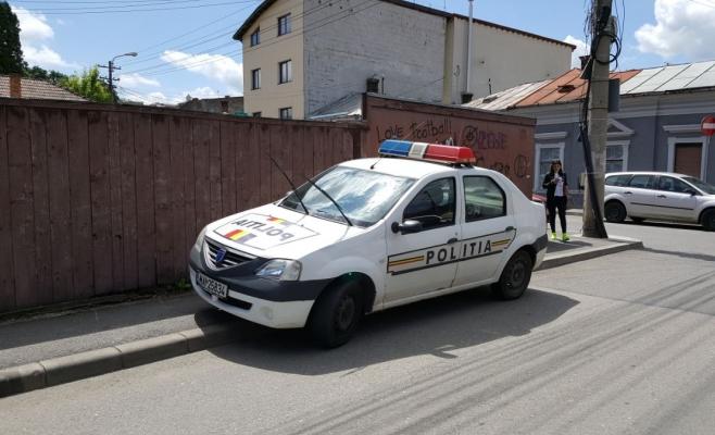 POZA ZILEI Poliţia împarte amenzi celor care parchează neregulamentar