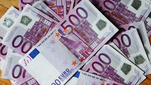 Euro a crescut luna trecută cu 3,7 bani
