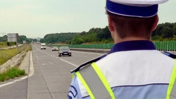 Poliţiştii au prins duminică 15 vitezomani pe autostrăzi  sursa foto romaniatv.net