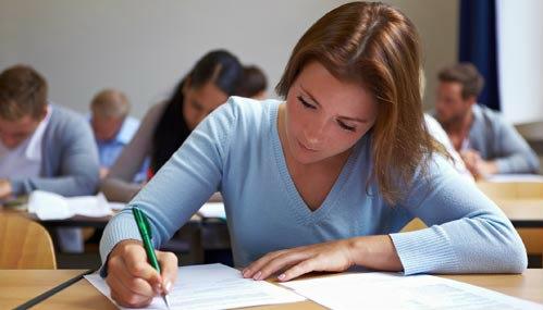 BACALAUREAT 2017: Elevii de clasa a XII-a susţin miercuri evaluarea competenţelor într-o limbă străină