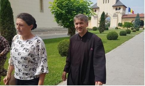 Ce decizie a luat Arhiepiscopia din Alba Iulia în cazul Pomohaci. Preotul, primit cu aplauze și lacrimi în ochi de către enoriași