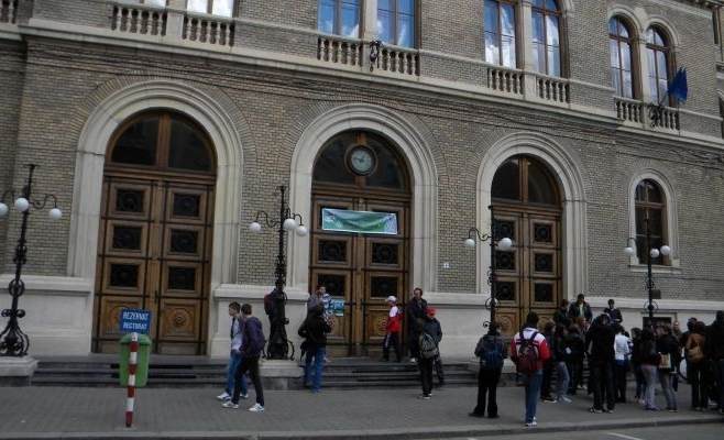 """Universitatea """"Babeș-Bolyai"""" scoate la concurs aproape 2.000 de locuri în extensiile universitare"""