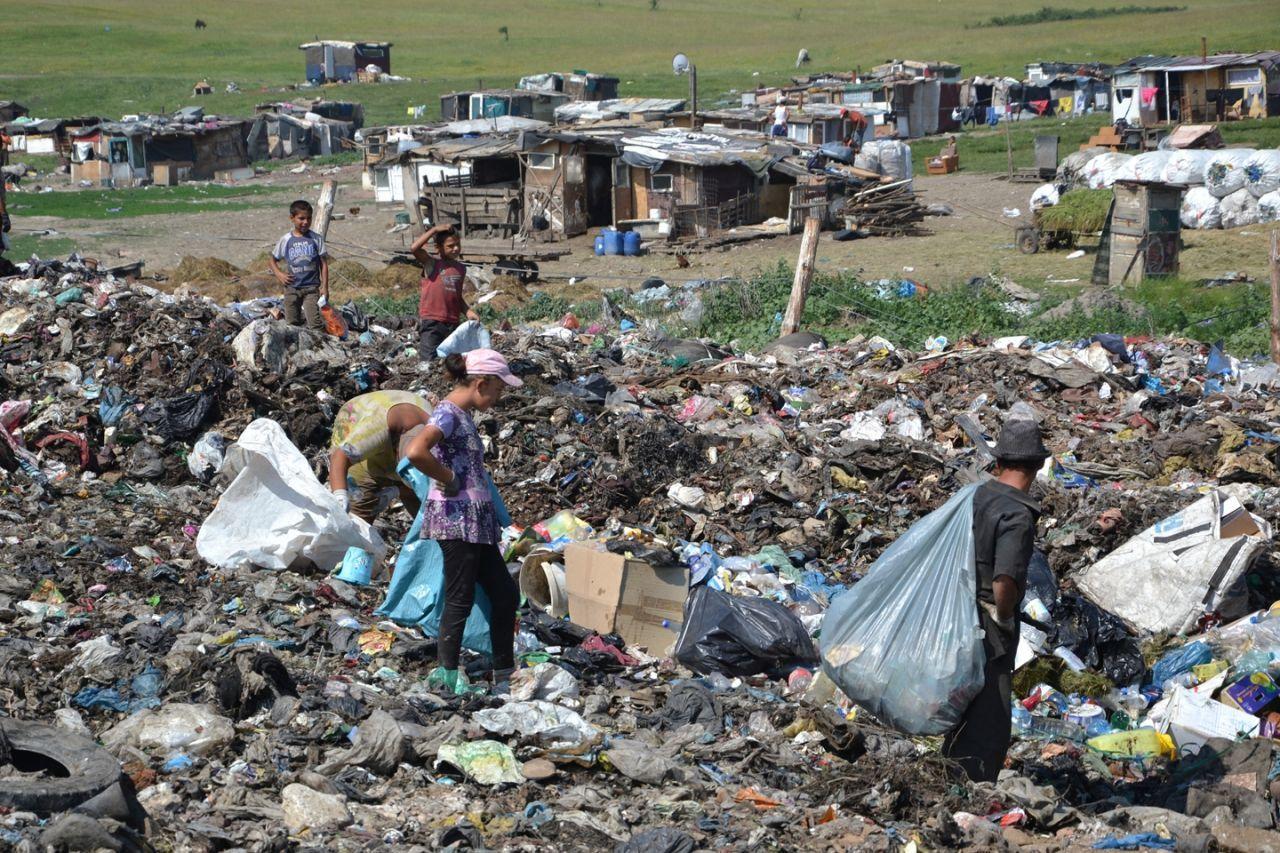 România trebuie să reducă cantitatea de deșeuri depozitate cu 50 % până în 2020. Ce riscă dacă nu se conformează