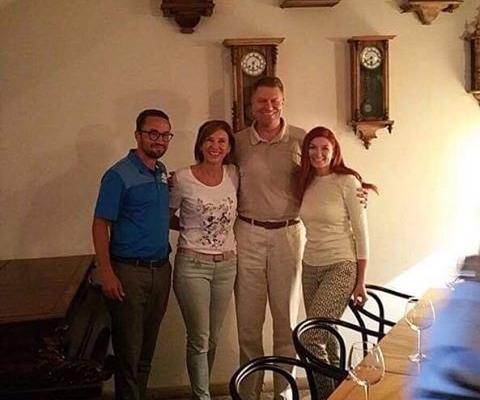 Klaus Iohannis, în vizită la Cluj  sursa foto Facebook Casa Boema