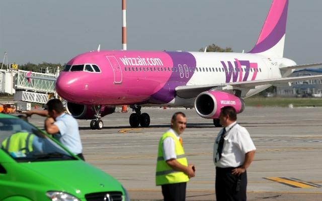 Bărbatul care a ameninţat că are o bombă în bagaj, în avionul Cluj-Londra, urmărit penal