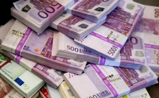Euro crește, dolarul și francul continuă să scadă
