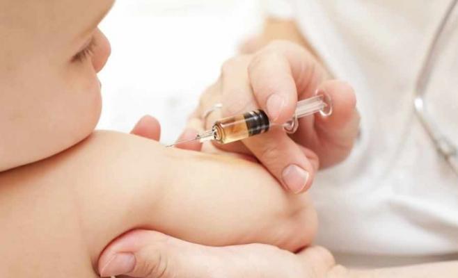 Amenzi URIAŞE pentru părinţii care refuză INFORMAREA, nu vaccinarea. Cum se stabileşte dacă un părinte se documentează sau nu