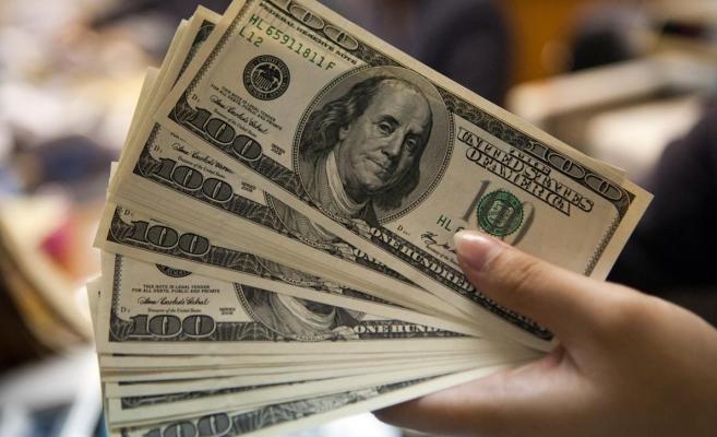Dolarul a pierdut 46 de bani de la începutul anului