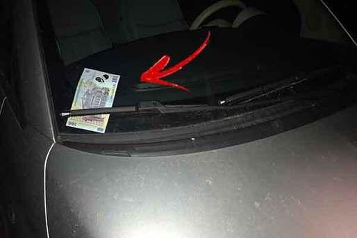 O nouă ţeapă tipic românească: te pui la volan şi observi banii în parbriz  Sursa foto promotor.ro