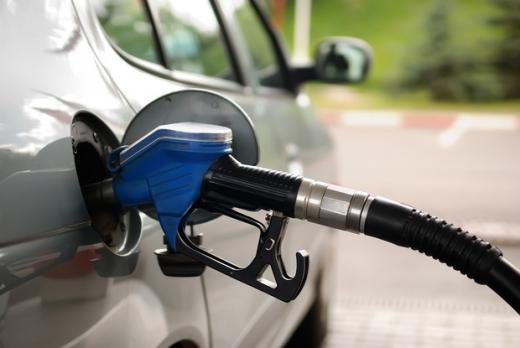 Guvernul nu renunţă la supraacciza la carburanţi
