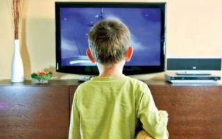 Vizionarea excesivă a programelor TV poate declanşa autismul