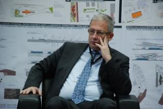 Directorul Aeroportului Cluj vorbeşte despre dezvoltarea industriei aviatice în Transilvania la Singapore