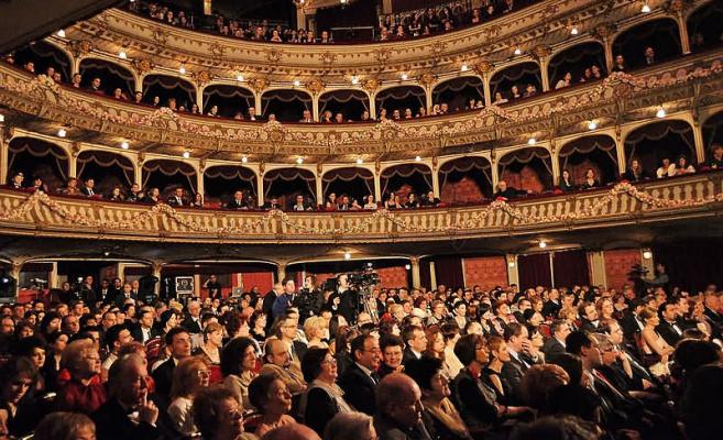 Românii, pe ultimele locuri în UE la vizitarea spațiilor culturale