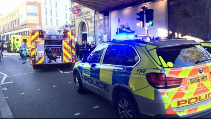 ATAC TERORIST în METROUL din Londra | Un dispozitiv improvizat a EXPLODAT şi a împrăştiat o substanţă rămasă încă necunoscută/ 18 persoane au fost rănite  surrsa foto romaniatv.net