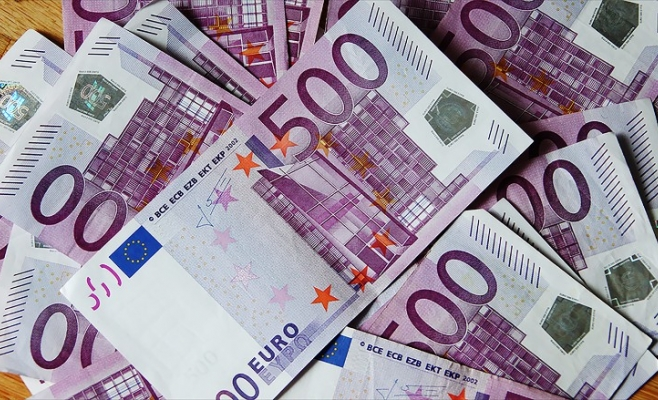 A patra săptămână cu euro aproape de 4,6 lei