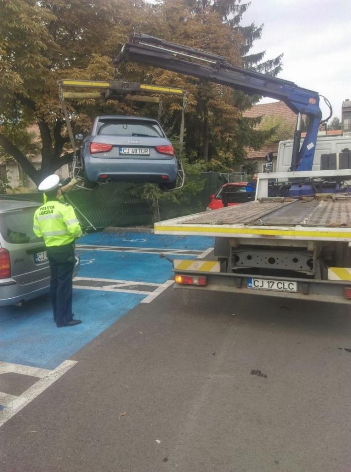 Amenzi de 2400 de lei pentru ocuparea abuzivă a locurilor de parcare pentru persoane cu dizabilități