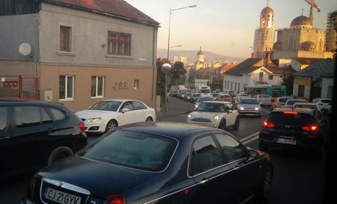 """Un deputat îl critică pe Boc pentru traficul din oraş: """"nu are o strategie și un program bine definit"""""""
