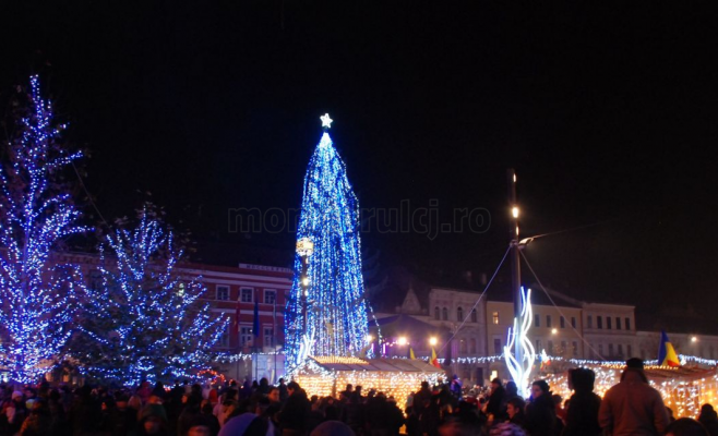 Pregătiri pentru SĂRBĂTORI 2017. Oraşele care vor fi iluminate festiv în timpul iernii. Clujul va fi iluminat de sărbători cu 5 milioane de lei