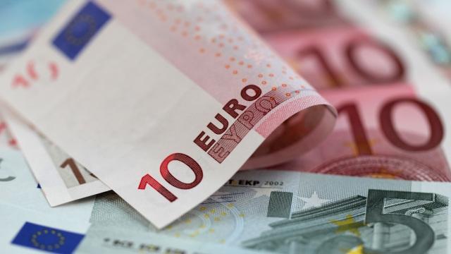 Euro s-a apropiat la un ban de 4,6 lei