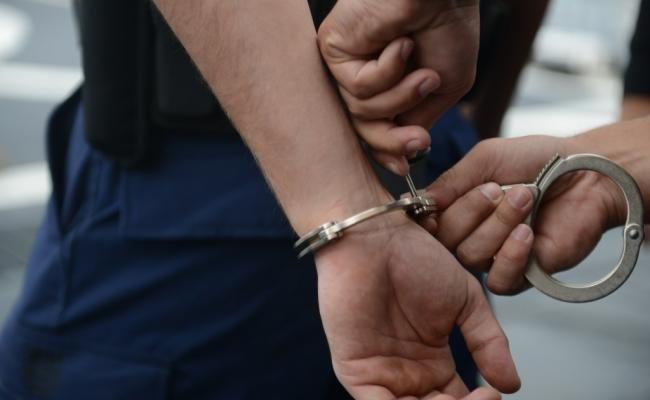 Tânăr reţinut pentru furt dintr-un autoturism