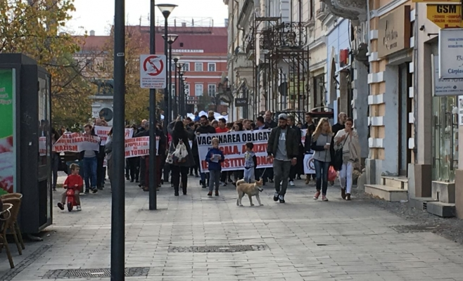 În România copiii mor de rujeolă, iar la Cluj se organizează mitinguri împotriva legii vaccinării