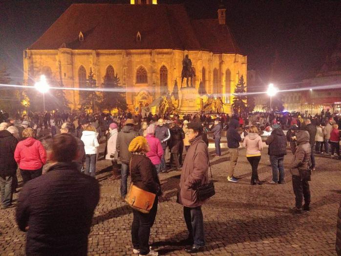"""Clujenii protestează pentru """"apărarea Justiției și Statului de srept în România""""  Foto Bianca Tămaş  Sursa video Facebook Sergiu Raul si Diana Alexandra B"""