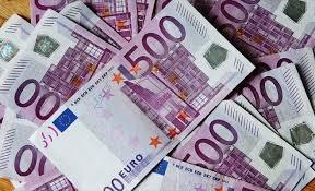 Euro a pierdut aproape doi bani