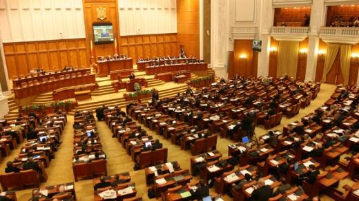 Moţiunea de cenzură va fi dezbătută şi supusă votului plenului Parlamentului joi, la ora 11.00