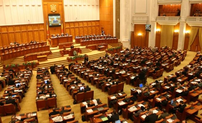 Moţiunea de cenzură va fi dezbătută şi supusă votului plenului Parlamentului joi