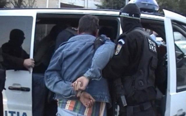 Minor de 15 ani arestat pentru tâlhărie