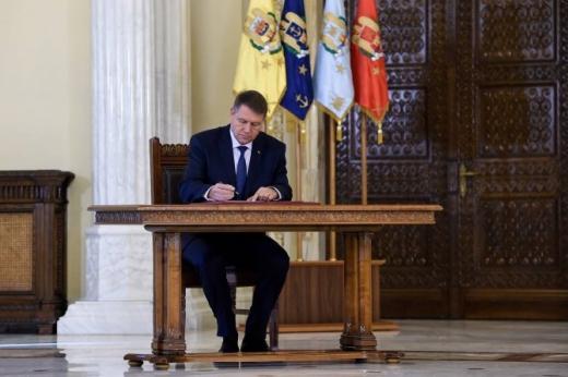 Medicii Dafin Mureşanu şi Nicolae Hâncu, decoraţi de preşedintele României  sursa foto dcnews.ro