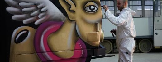 Tramvaiul pictat de artistul clujean Irlo