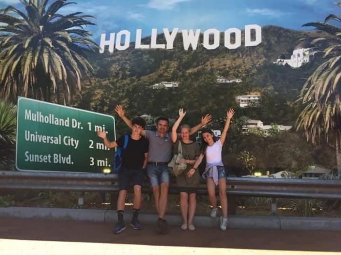 Simona și Dan Neamțu, împreună cu copiii lor, la Hollywood
