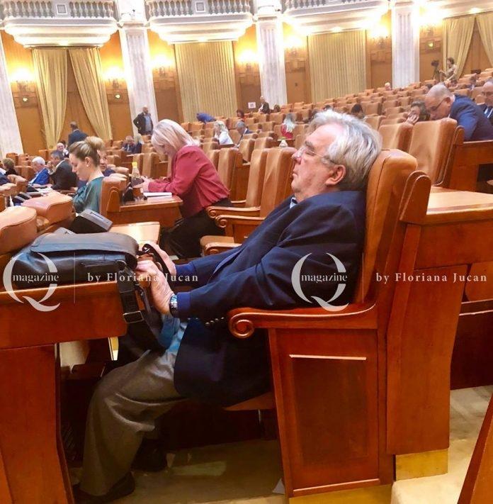 Florin Stamatian: doarme sau chiulește? Spuneți voi. Sursa foto: Q Magazine