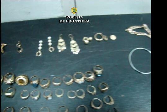 Trei kilograme de aur, în bagajul unui copil, pe Aeroportul din Cluj!