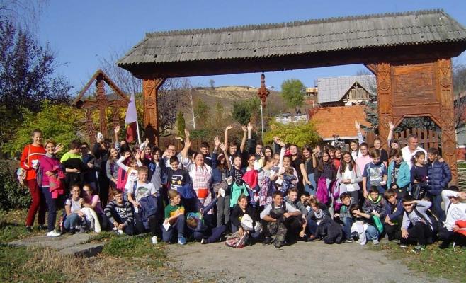Poză din excursia organizată de profesoara cu limbaj de lemn
