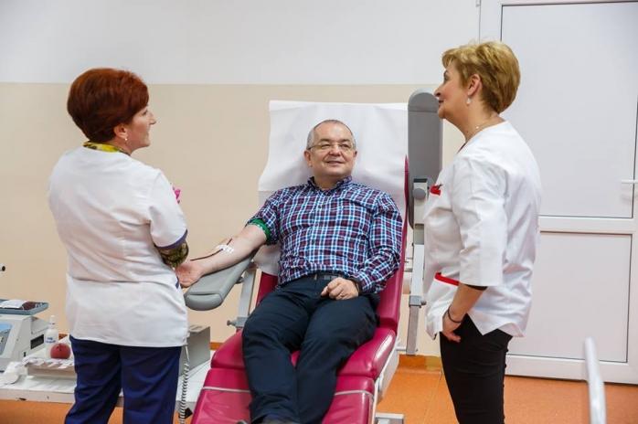 Primarul Emil Boc a donat sange la Centrul de Transfuzii Cluj