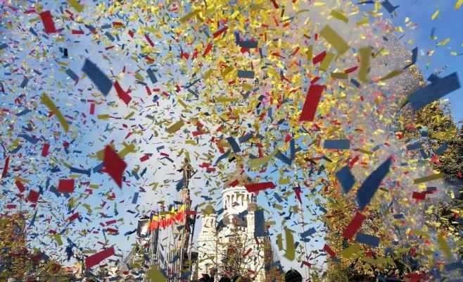 1 Decembrie 2018, artificii si confeti in piata Avram Iancu din Cluj-Napoca