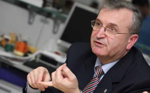 Profesorul Vasile Puscas, fost ministru, negociator pentru aderarea Romaniei la UE, fost membru al Camerei Deputatilor