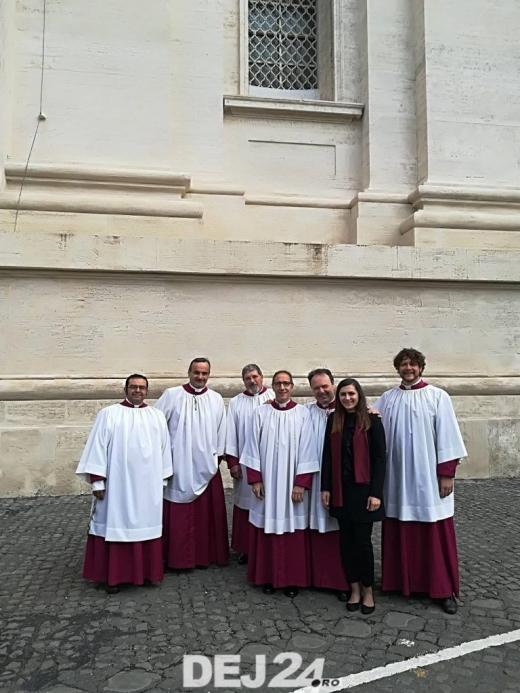 O tânără din Dej i-a cântat Papei Francisc cu ocazia Floriilor catolice