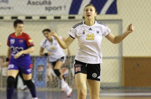 Laura Popa în tricoul lui