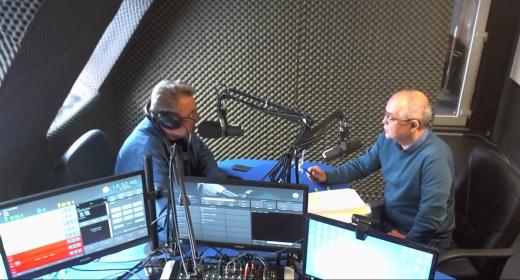 Emil Boc la un post de radio local